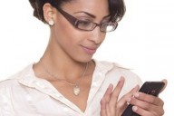 smartphone-user-wearing specs