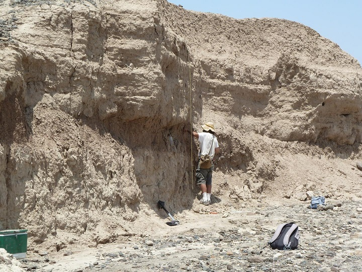 Chris Lepre of Columbia University's Lamont-Doherty Earth Observatory (back to camera) precisely dated the artifacts by analyzing layers above, around and below them for reversals in earth's magnetic field. CREDIT West Turkana Archaeological Project