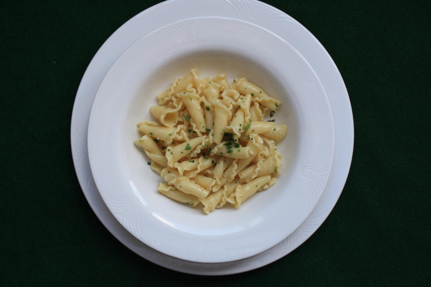 """This dish of """"pasta aglio e olio"""" (pasta with garlic and oil) was used to determine the likeability of the main course after a good or mediocre appetizer in Jacob Lahne's study. CREDIT Jacob Lahne"""