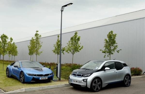 BMW i8 and BMW i3 next to Light and Charge lamppost. CREDIT: BMW