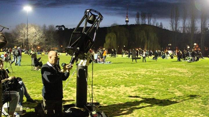 Stargazing event at ANU breaks previous record