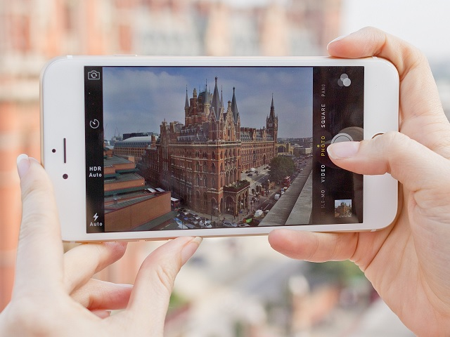 Get your iPhone 6 Plus with faulty rear camera replaced from Apple