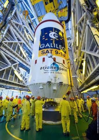The upper composite containing Galileos 9–10 attached to their dispenser on the Fregat upper stage being attached to the other three stages of the Soyuz, within the 53 m-high Soyuz launch tower on Monday 7 September 2015. Credit: ESA/CNES/ARIANESPACE-Service Optique CSG