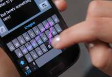 Swiftkey Flow Black Phone Hand