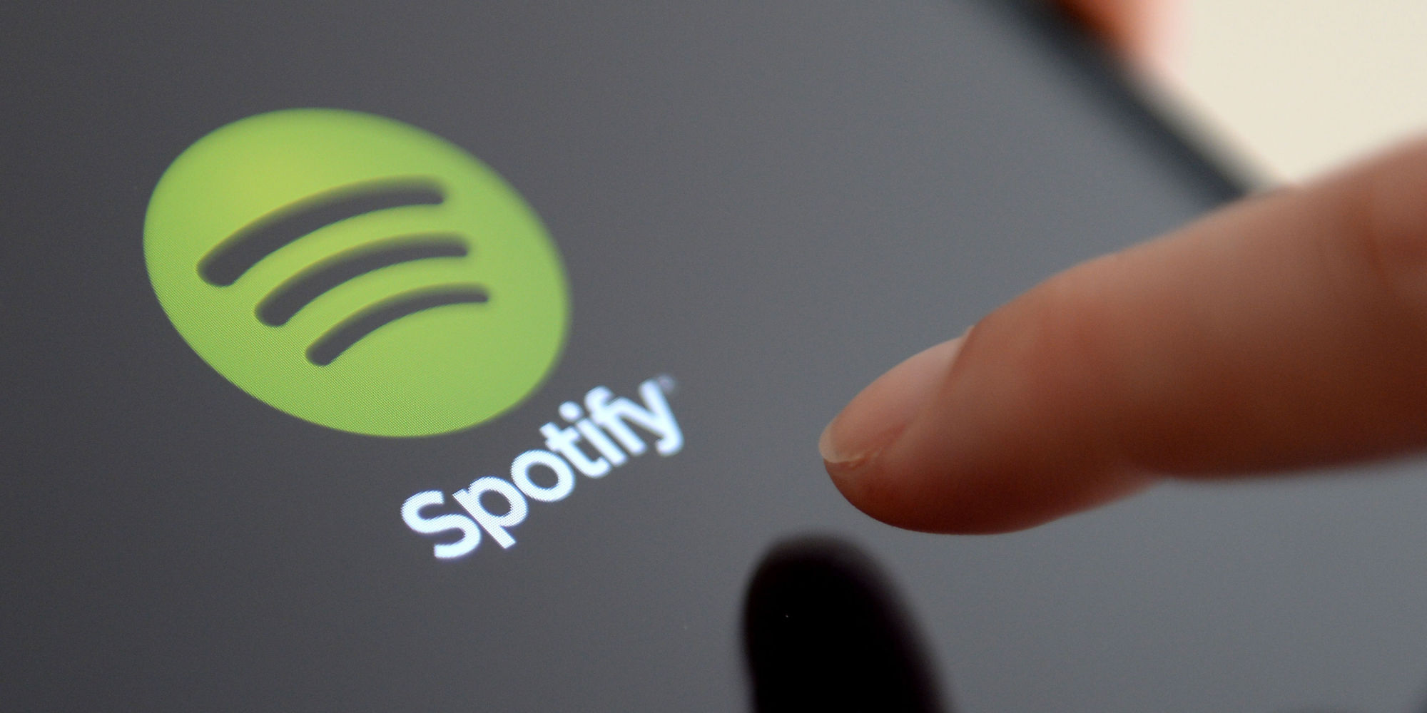 Spotify has again come under fire and has become a part of media scrutiny. Account details of hundreds of Spotify users have been leaked and put on text sharing website Pastebin.