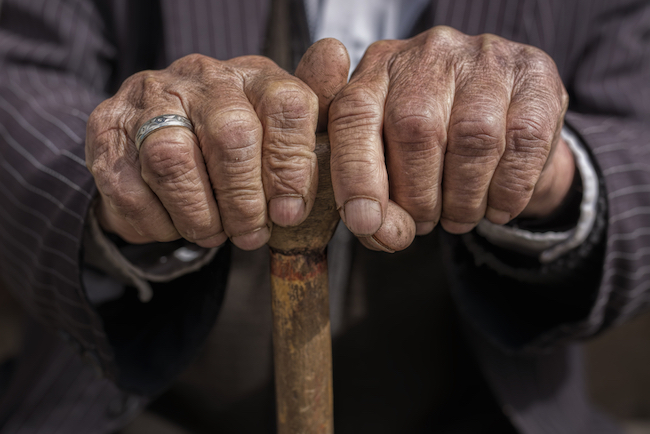 hand of a old man holding a cane Image ID-283674506